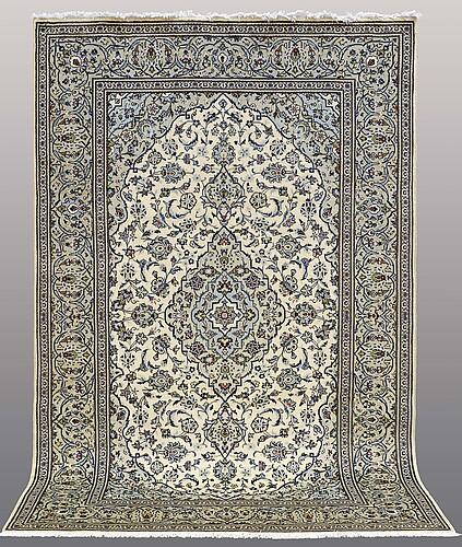 A carpet keshan, ca 309 x 197 cm.