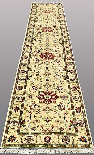 Gallerimatta, ziegler design, ca 396 x 80 cm.