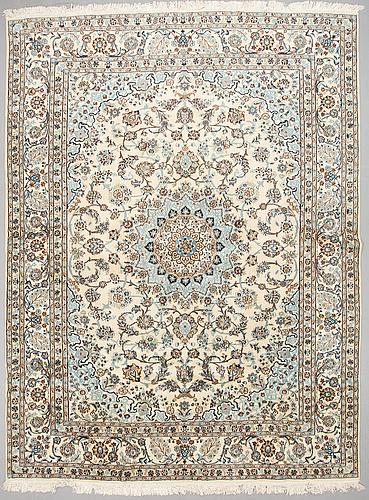 A carpet, nain, part silk, sk 9 laa ca 392 x 296 cm.