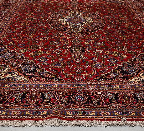 A carpet, kashan, ca 502 x 392 cm.