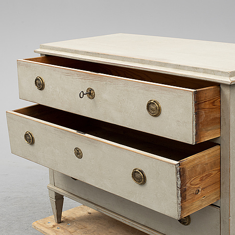 Chest of drawers, first half of the 19th century.