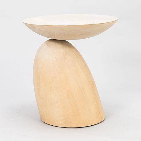 Eero aarnio, a 'parabel table', adelta.