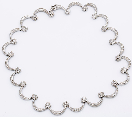 Necklace 18k whitegold w brilliant-cut diamonds approx 3,5 ct in total.
