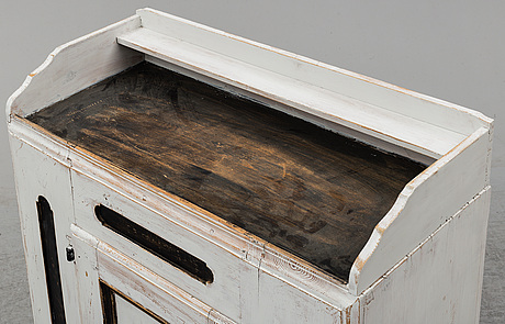 A painted pine sideboard, 18th/19th century.