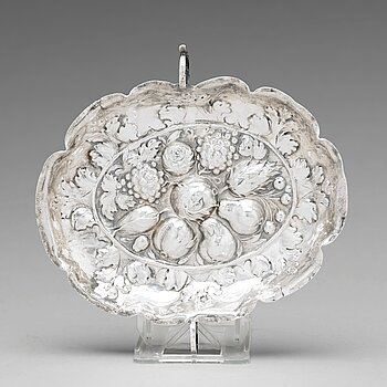 114. A Swedish late 17th century silver sweet-meat dish, mark of Henning Petri, Nykoping 1699.