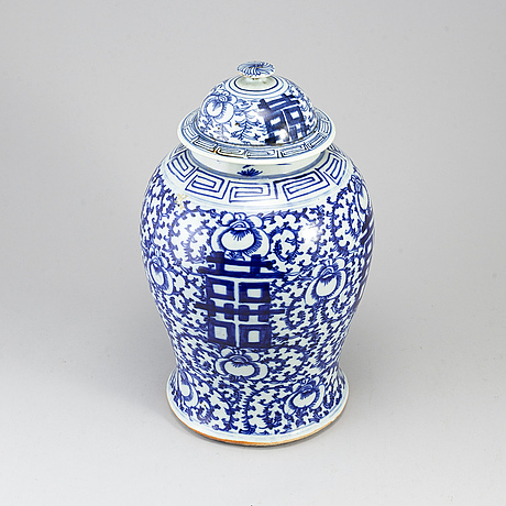 A chinese blue and white jar with cover. early 20th century.