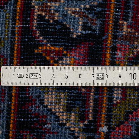 A kashan runner, ca 400 x 102 cm.
