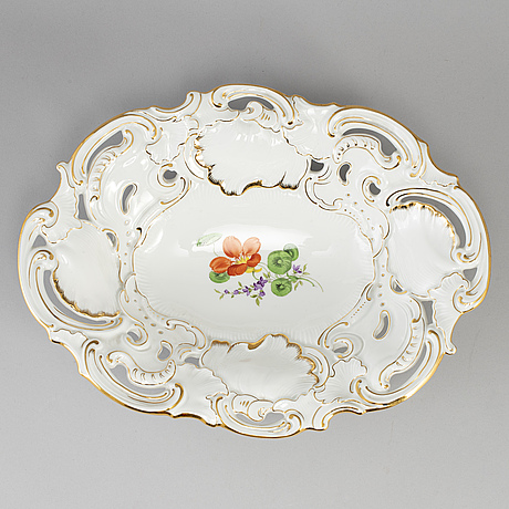 A meissen porcelain serving dish, 20th century.