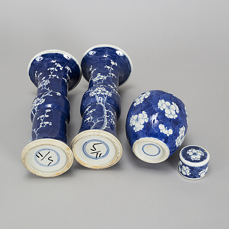 A pair of blue and white beaker vases, and a tea caddy, qingdynasty.