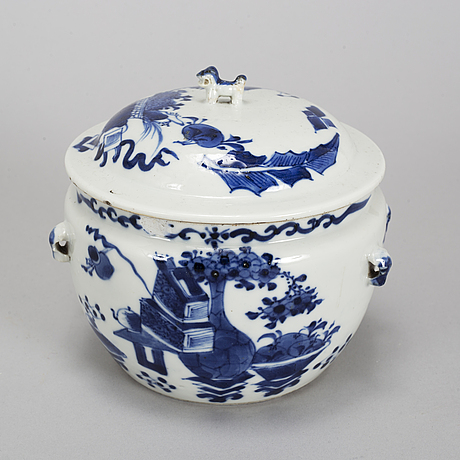 A group of blue and white and famille rose porcelain objects, qing dynasty, qianlong and late 19th century.