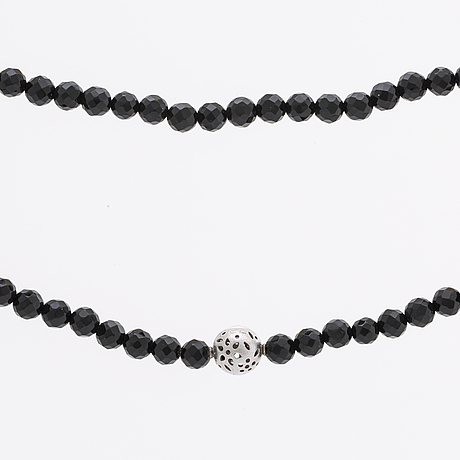 Ole lynggaard necklace, onyx beads approx 6 mm, clasp 18k whitegold approx 10 mm, cl 750 inscribed, original case.
