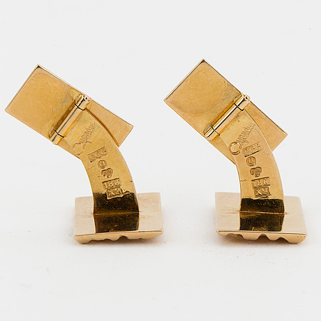 A pair of 18k gold cufflinks.