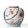 An imari jar, qing dynasty, kangxi (1662-1722).