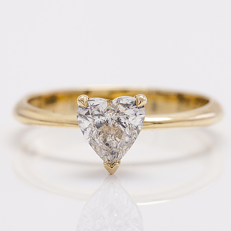 A 14k yellow gold ring with a heart cut diamond ca. 1.00 ct.