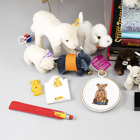Steiff, a collection of 6 collectors bears, 15 minibears, five books and one poster.