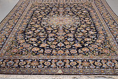 A carpet, so called royal kashan, signerad isfahanian, ca 413 x 303.