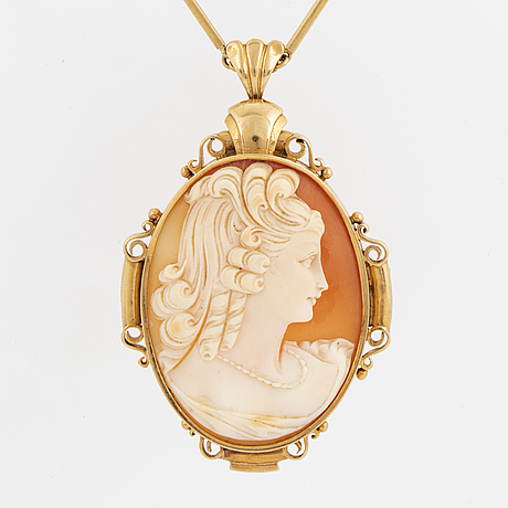 A brooch/pendant with a chain, 18k gold set with a shell cameo.