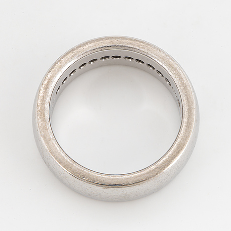 Brilliant-cut diamond ring by engelbert.