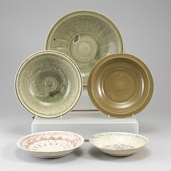 Five ceramic dishes, Ming dynasty (1368-1644).