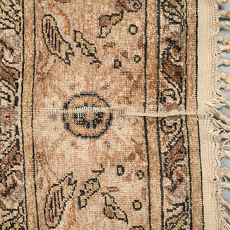 A rug, a semi-antique kayseri, ca 180-182,5 x 121,5-125,5 cm (as well as the ends with 2 and 3 cm flat weave).