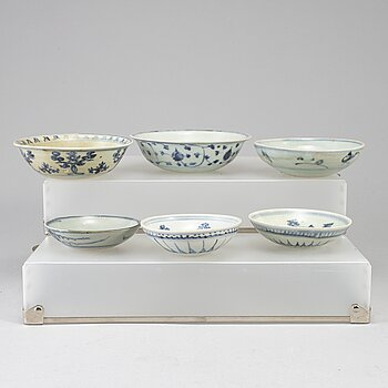 A group of six blue and white dishes, mostly Ming dynasty, as well as Qing dynasty, 19th century.