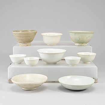Ten ceramic bowls and cups, Ming, South east asian, and Qing, 17-19th century.