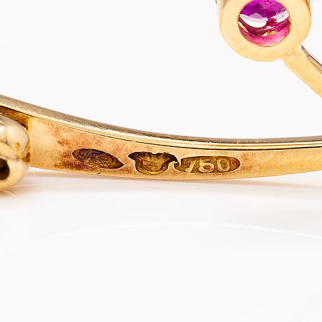 An 18k gold brooch with synthetic rubies. osuusliike kultaseppä 1913-1937.