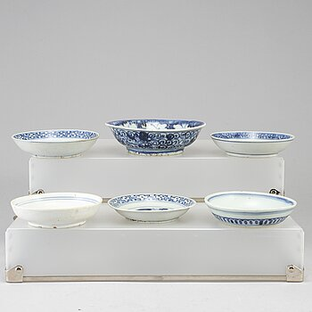 Six blue and white dishes, Ming dynasty (1368-1644).