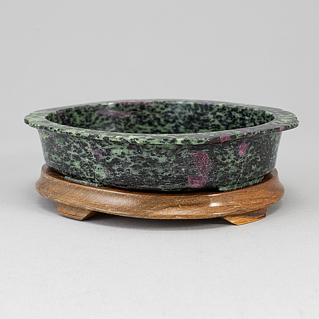 A zoisit and ruby dish, 20th century.