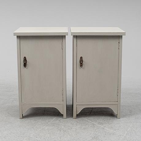 SÄngbord, ett par, 1900-talets första hälft.