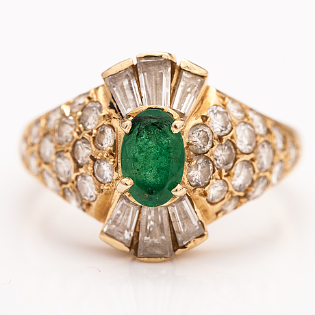 An 18k gold ring with diamonds ca 1.32 ct in total and an emerald.