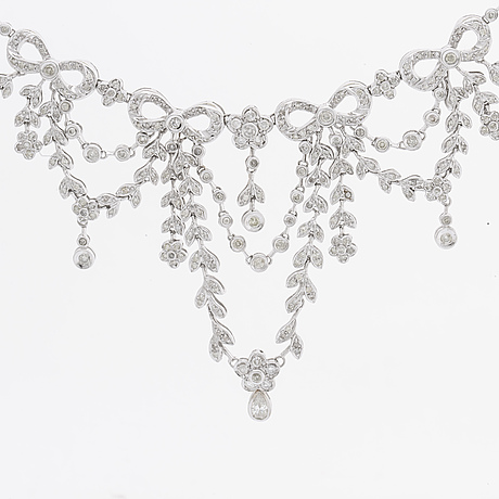 Diamond necklace 18k whitegold brilliant-cut diamonds 6,15 ct in total, aig report 2003.