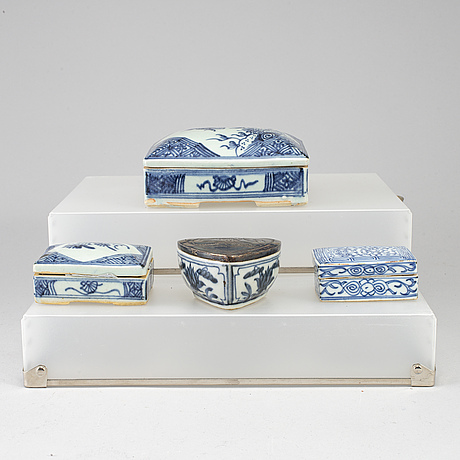 Four blue and white boxes with covers, qing dynasty, 19th century.