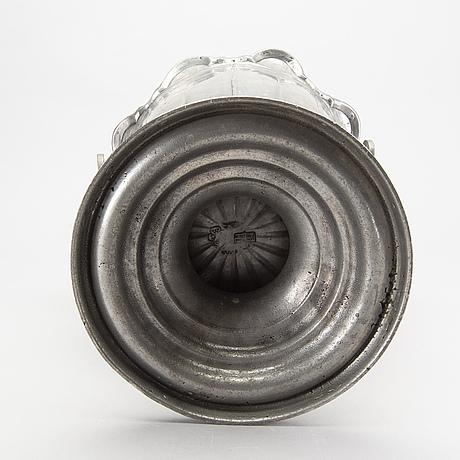 A first half och 20th century pewter champange cooler.