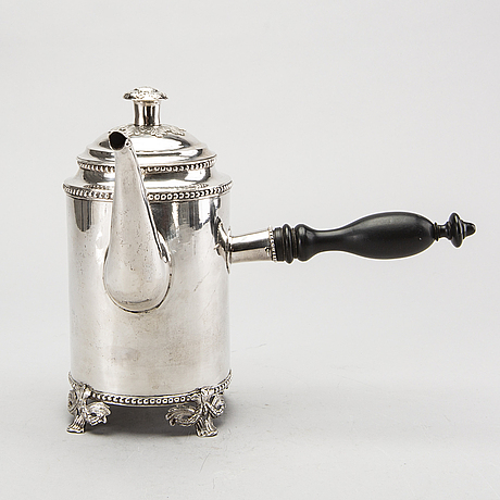 A swedish 18th century silver coffee pot mark of l biugg jönköping 1786, height 21 cm, total weight ca 618 gr.