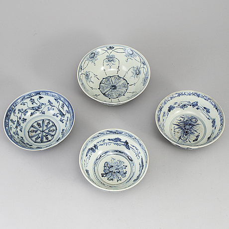 A group of five blue and white south east asian ceramic bowls, 18th-20th century.