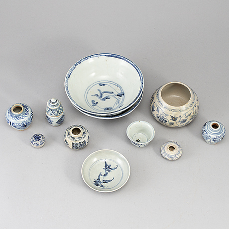 A group of blue and white south east asian ceramics,  17th/19th century.