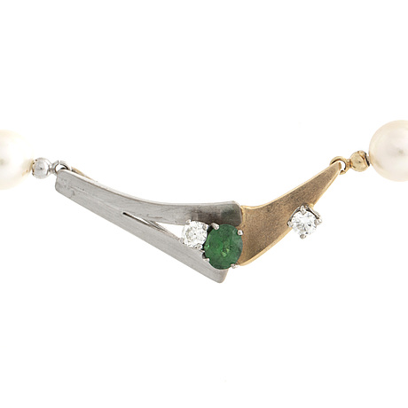 Elon arenhill, cultured pearls 8-9 mm, pendant 18k gold and whitegold w tsavorite and 2 diamonds approx 0,35 ct   total.