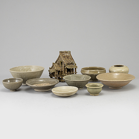 A group of south east asian ceramics, thailand, 17th/20th century. (10 pieces).
