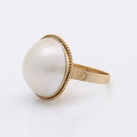Ring and earrings 18k gold mabé-pearls approx 20 mm.
