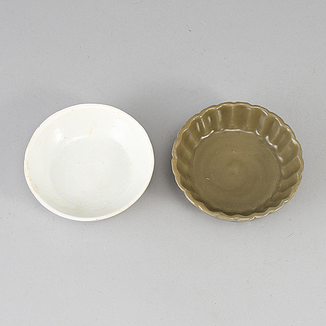 Seven chinese ceramic dishes, 20th century.