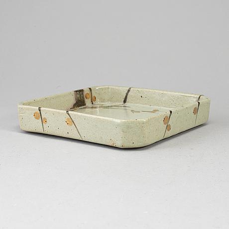 A japanese ceramic tray, 20th century.