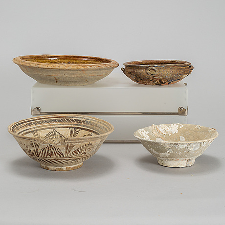 A group of four southeast asian ceramics, including vietnam, 17-19th century.