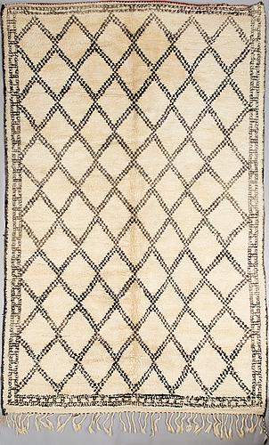 "A north african ""beni quarain"" carpet 139x206 cm."