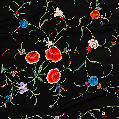 A shawl, embroideries on silk, ca 118,5 x 116 cm, china, first half of the 20th century.