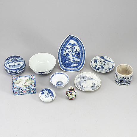 A group of chinese ceramics, 19th/20th century. (10 pieces).