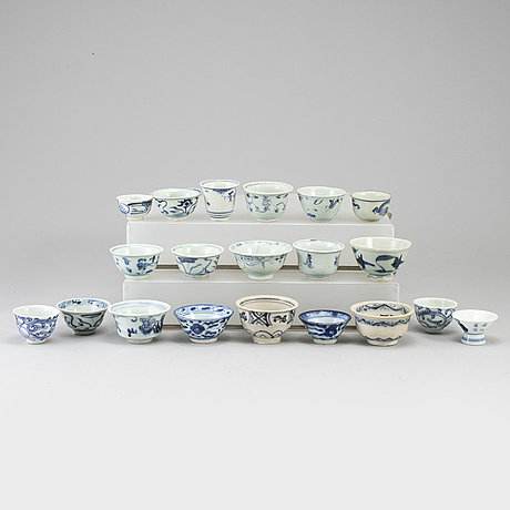 A group of 20 southeast asian blue and white cups, 19th/20th century.