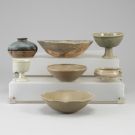 A group of seven southeast asian ceramic objects, 17th-20th century.