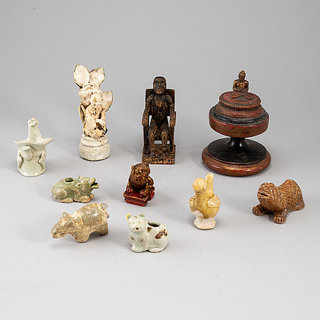 A group of 10 southeast asian objects, 20th century.