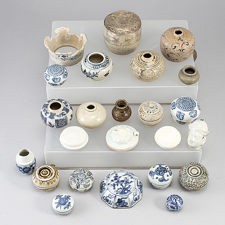 A group of 24 southeast asian ceramic jars and boxes, 18-19th century.